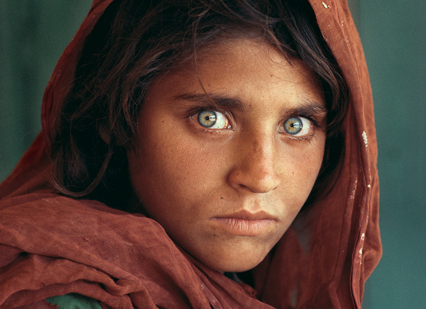 Steve McCurry Nikon F6 Afghan girl
